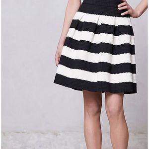 Anthropologie S black and white scallop skirt ☀️